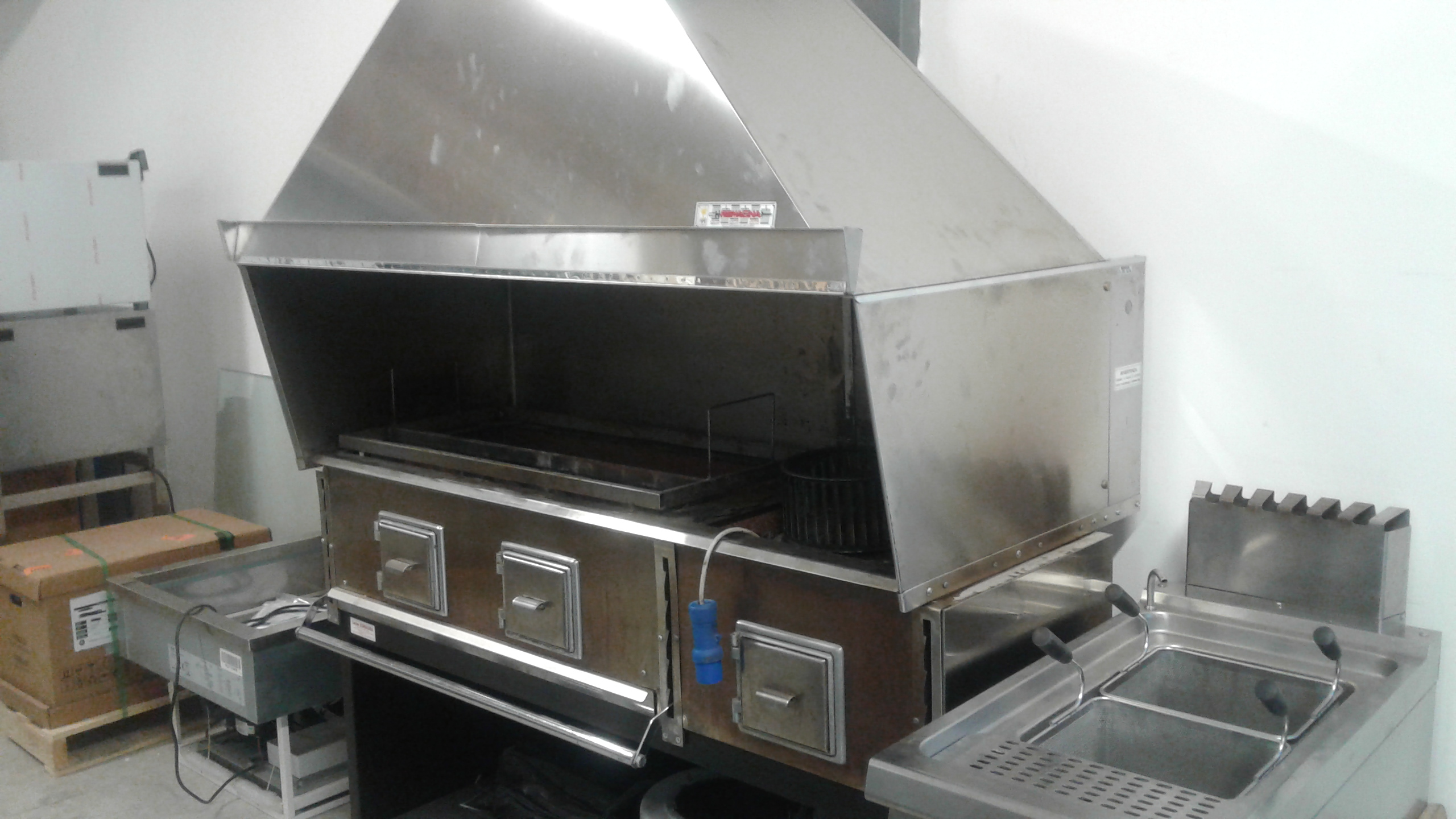 Cucina a carbone vegetale officina romagna modello 3 - Cappa cucina usata ...